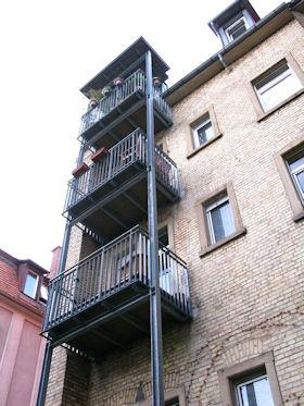Haussanierung Karlsruhe, vorgesetzte Balkone, Stahkonstruktion